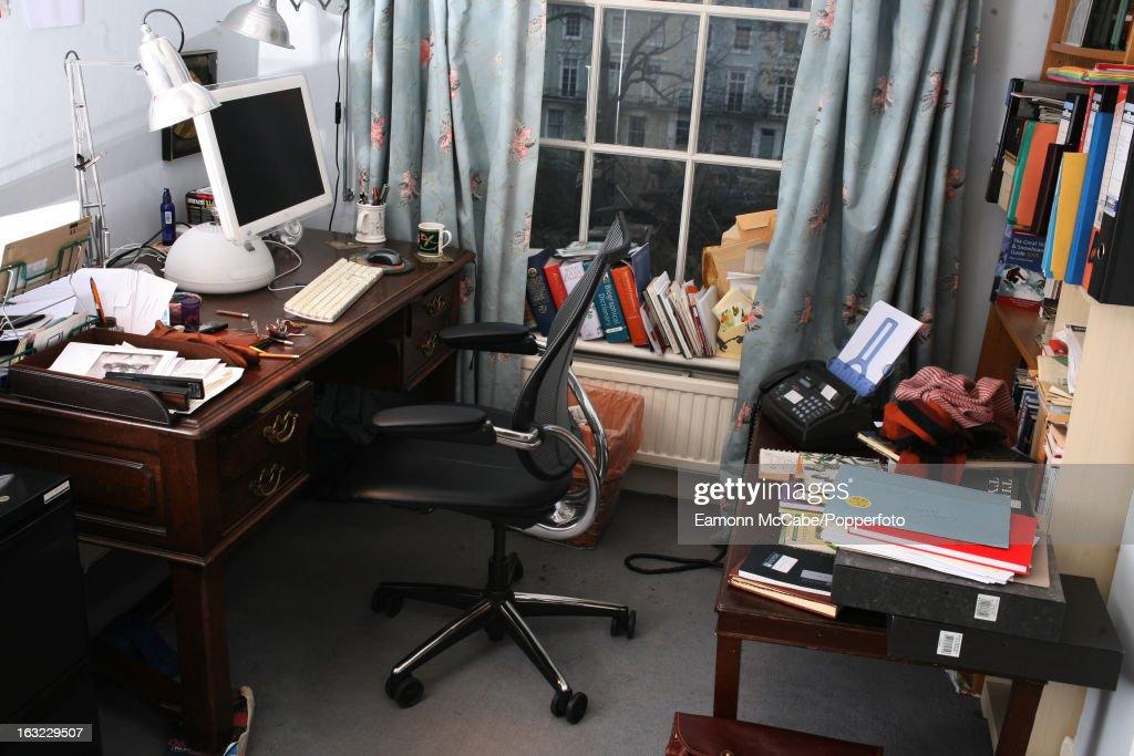 Sebastian Faulks' Writing Room : ニュース写真