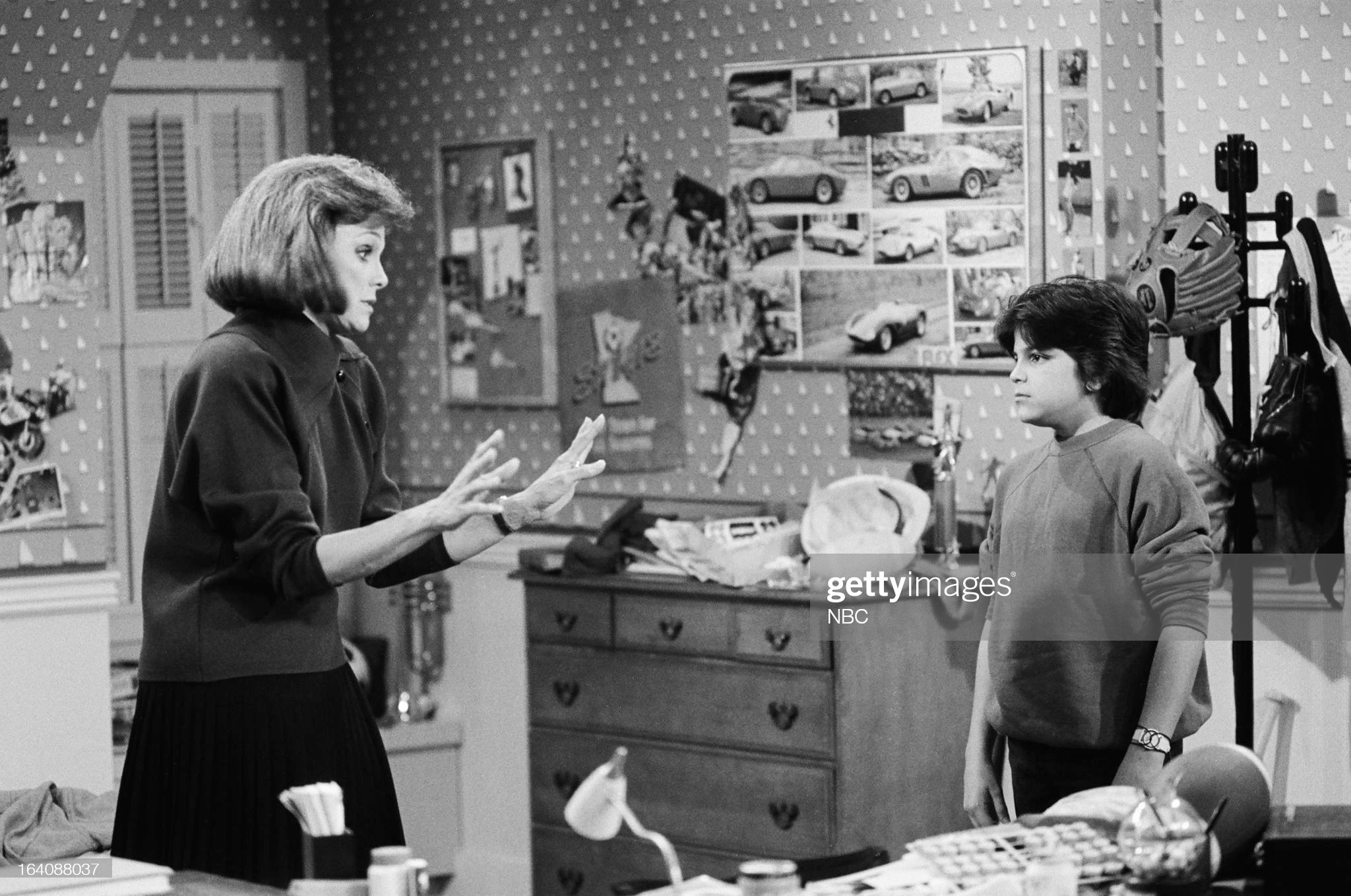 the-wrong-stuff-episode-103-pictured-valerie-harper-as-valerie-hogan-picture-id164088037