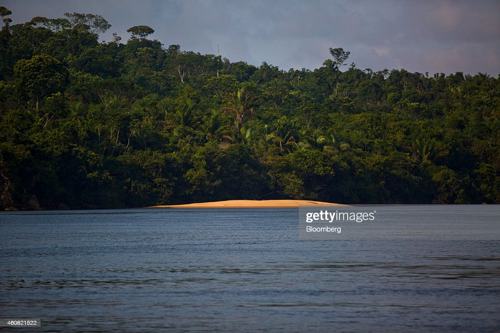 The Xingu River flows past the rain forest in the southern part of Amazonian state of Para, near Belo Monte, Brazil, on Thursday, Dec. 18, 2014. The rate of deforestation Brazil's Amazon rain forest dropped 18 percent over the last year, according to a report by the country's environment minister in November. Photographer: Dado Galdieri/Bloomberg via Getty Images