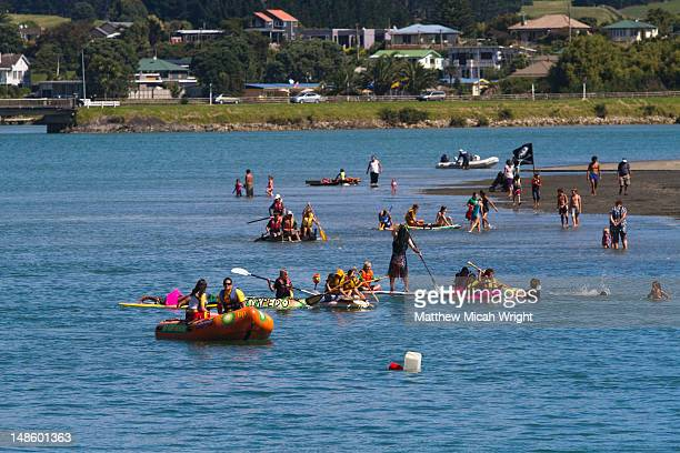 the x-treme waste recycle raft race at te kopua domain in raglan. plastic containers, rubber tubes and sails of all descriptions bobbed their way up-harbour and battled to the finish line. - public domain imagens e fotografias de stock
