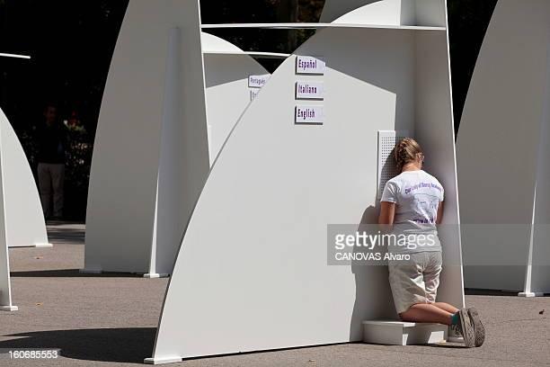 The Xxvith Youth World Day In Spain JMJ à Madrid du 7 au 21 août 2011 Pause recueillement dans le parc du Retiro où 200 confessionnaux éphémères ont...