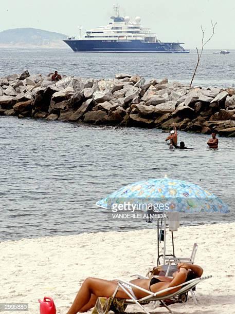 The yacht Octopus which belongs to US citizen Paul Allen is anchored in Guanabara's bay before of the Pan de Azucar in Rio de Janeiro, Brazil, 19...