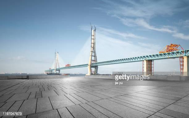 the yangtze river bridge from suzhou to nantong is under construction in jiangsu province, china. - 打ち寄せる波 ストックフォトと画像