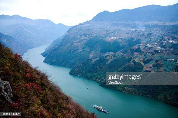 the yangtze river three gorges nature reserve - yangtze river stock pictures, royalty-free photos & images