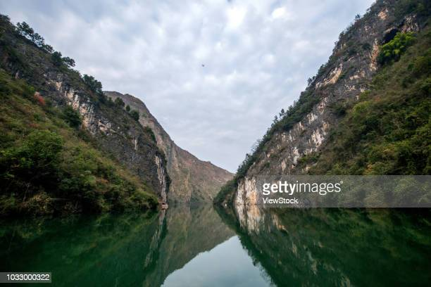 the yangtze river three gorges scenery - chongqing stock photos and pictures