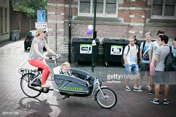 LEIDEN The yearly introduction week for new students started on Monday August 10th 2015 All throughout the city activities are organized by student...