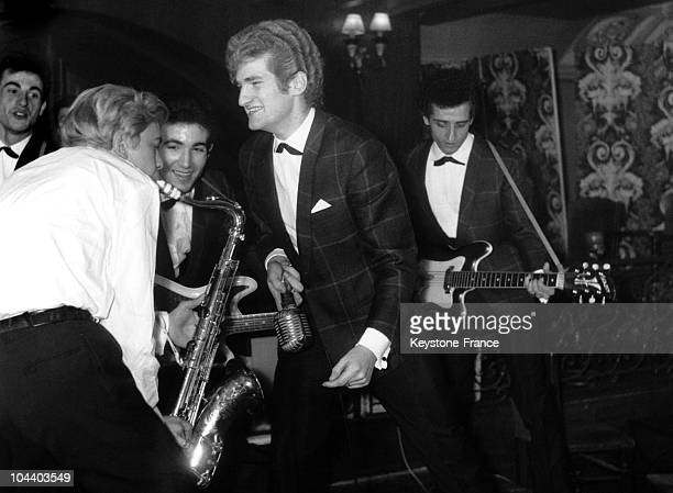 The yeye singer Eddy MITCHELL on concert with his group LES CHAUSSETTES NOIRES in a Parisian club. The French singer Claire FERVAL came to play the...