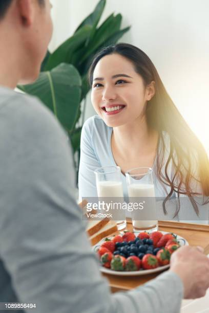 The young man to bring his girlfriend for breakfast