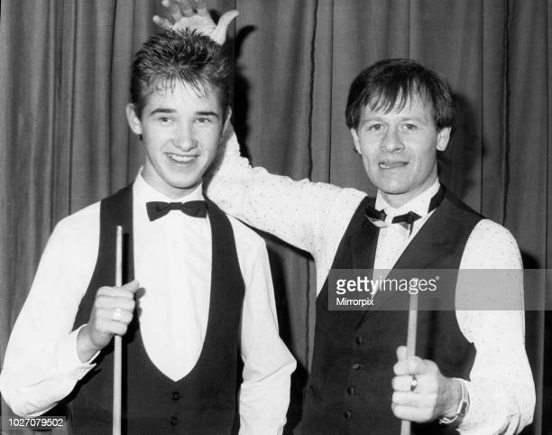The youngest professional snooker player ever Stephen Hendry with legend Alex Higgins. 27th August 1987.