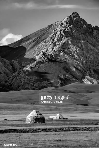the yurt - kyrgyzstan series - kirgizië stockfoto's en -beelden