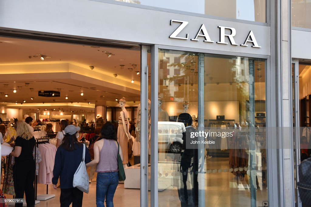Oxford Street Retail Outlets : News Photo