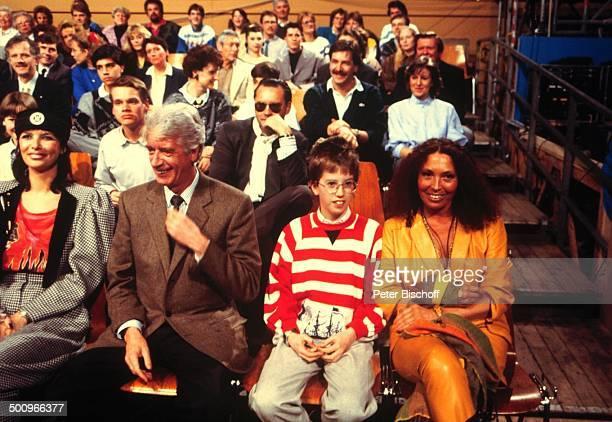 Thea Gottschalk Rudi Carrell Sohn Alexander Ehefrau Anke ZDFShow 'Wetten dass ' aus Berlin Deutschland Europa Lachen Fröhlich Kind Kinder Showmaster...