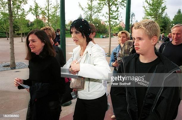 Thea Gottschalk Sohn Tristan Gottschalk vor der ZDFShow 'Wetten dass ' Paris/Frankreich 'DisneylandParis' auf dem Weg zur 'StuntShowArena' 'Walt...