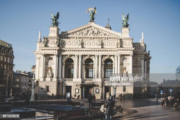 オペラおよびバレエの lviv の劇場 - リヴィウ ストックフォトと画像
