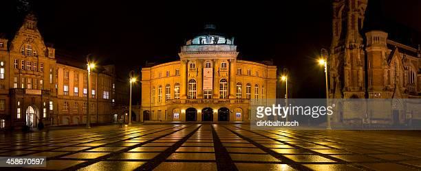 theaterplatz und kunstsammlungen chemnitz bei nacht - chemnitz stock pictures, royalty-free photos & images