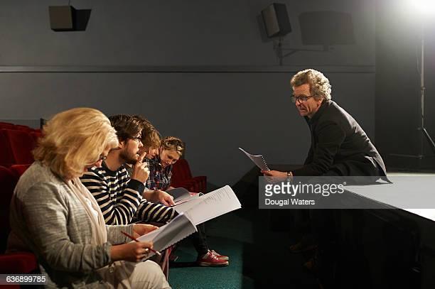 theatre group reading and discussing script. - filmregisseur stock-fotos und bilder