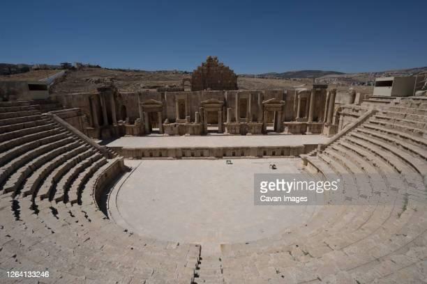 theatre in ancient roman city of gerasa, jerash, jordan - 円形劇場 ストックフォトと画像