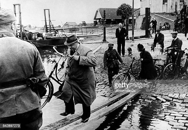 2WW Theatre of war Campaign in the west1005 invasion of Holland makeshift bridge for civilians crossing the Lek at Arnhem near the blasted bridge