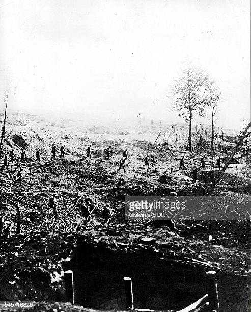 1WW Theatre of war western front 1917 Battle of Cambrai 2011 German counter attack from 30 11 on Aussult across the conquered enemy positions...