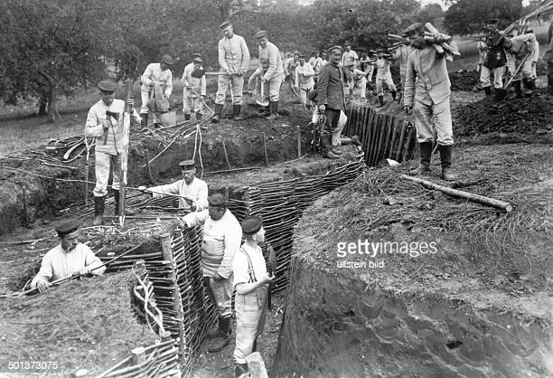 BelgiumFrance augustseptember 1914 German retreat after battle of the marne Near Suzoy Armierungstruppen construcing fortified trenches midseptember...
