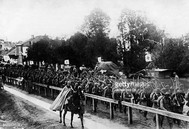 1WW Theatre of war western front BelgiumFrance augustseptember1914 Battle of the marne German infantry columns advancing to combat zone Ambulance...