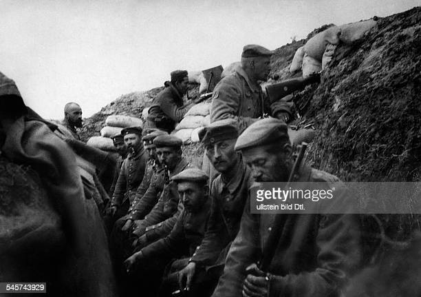 1WW Theatre of war western front Exhausted german soldiers in a trench position in the AisneRegion September 1914
