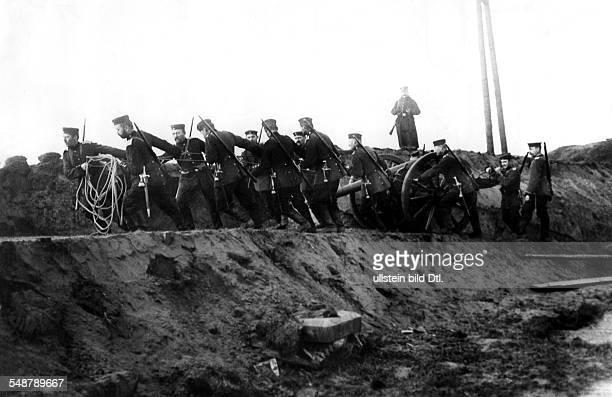 1WW Theatre of war western front Flanders Deployment of field artillery in newly occupied terrain near Diksmuide midoctober 1914