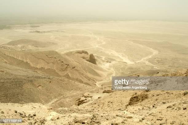 theban hills unearthly lunar landscape, egypt - argenberg ストックフォトと画像