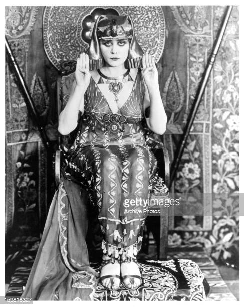 Theda Bara in a scene from the film 'Cleopatra' 1917