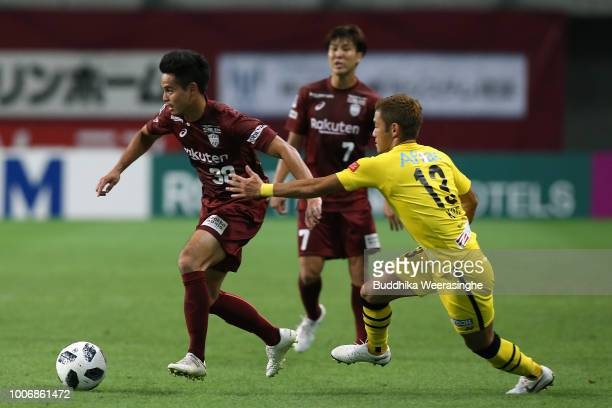Theerathon Bunmathan of Vissel Kobe and Ryuta Koike of Kashiwa Reysol compete for the ball during the JLeague J1 match between Vissel Kobe and...
