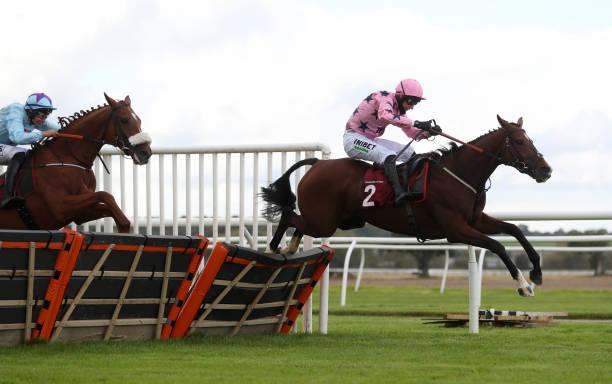 GBR: Bangor-on-Dee Races