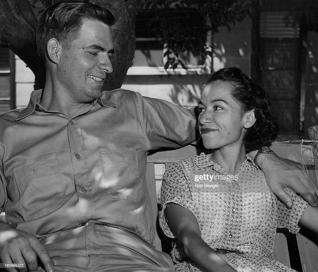 JUL 28 1956, JUL 29 1956; Their Aurora home is the setting for a happy reunion scene for Robert Ster : ニュース写真