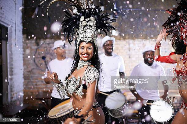 their performance is flawless - brazilian carnival stock pictures, royalty-free photos & images