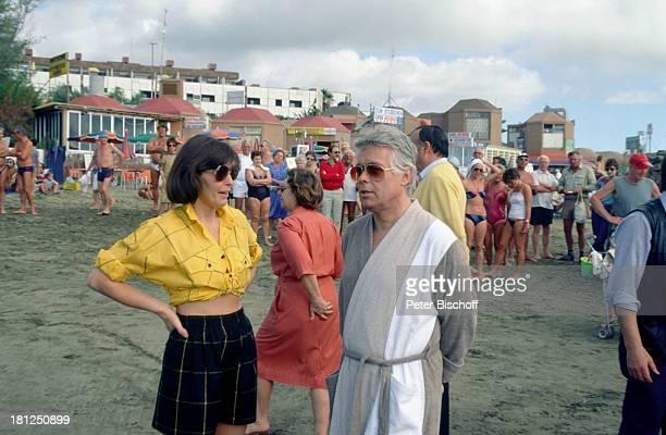 Thekla Carola Wied Peter Weck Gran Canaria ZDFSerie 'Ich heirate eine Familie' Folge 'Schumanns Winterreise' Weihnachtsspecial Strand Schauspieler...