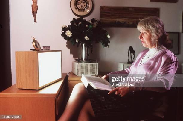 Depression Bild: Hilfe durch Lichttherapie aka. Moderation: Milena Preradovic / Überschrift: PLANETOPIA.