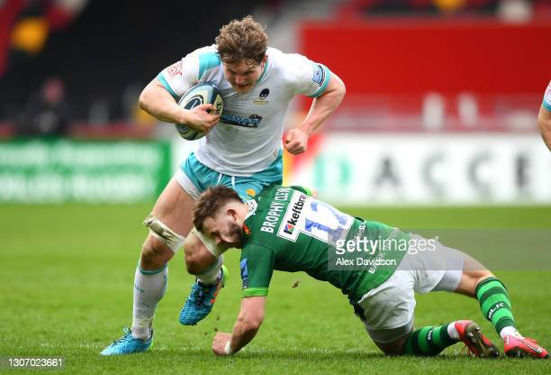 Theo Brophy Clews of London Irish takes a hit to the face as he tackles Ted Hill of Worcester Warriors during the Gallagher Premiership Rugby match...