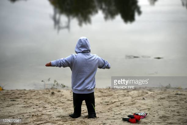 Theo Curin, swimmer with a 4 limb amputation, prepares for an open water training in 12-degrees celsius water, in Compiegne on October 23, 2020. -...