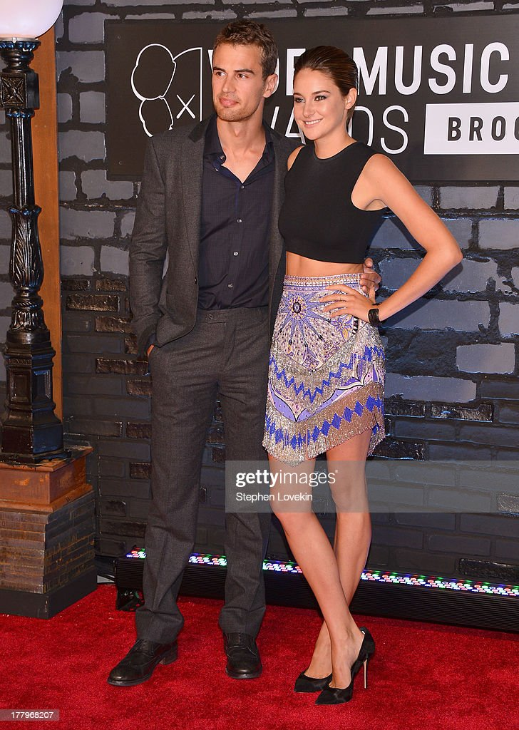 Theo James and Shailene Woodley attend the 2013 MTV Video Music Awards at the Barclays Center on August 25, 2013 in the Brooklyn borough of New York City.