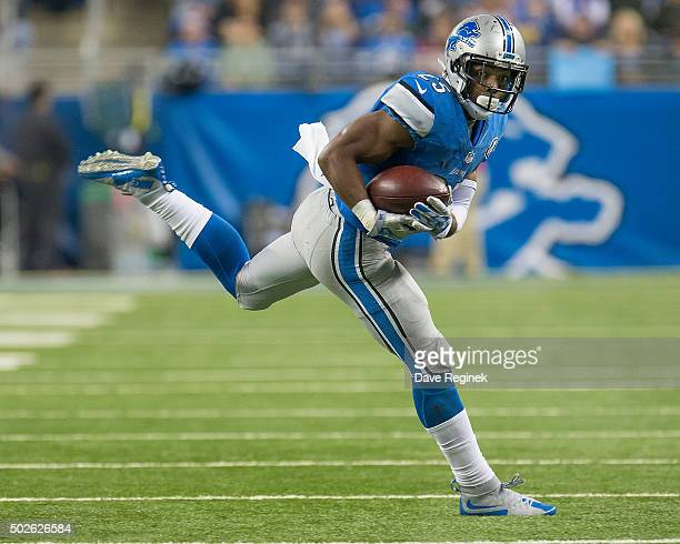 Theo Riddick of the Detroit Lions catches the ball during an NFL game against the San Francisco 49ers at Ford Field on December 27 2015 in Detroit...