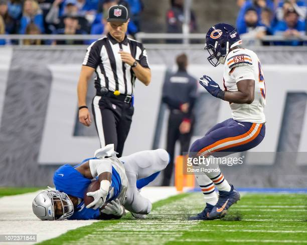 Theo Riddick of the Detroit Lions makes a catch in front of Roquan Smith of the Chicago Bears during an NFL Thanksgiving Day game at Ford Field on...