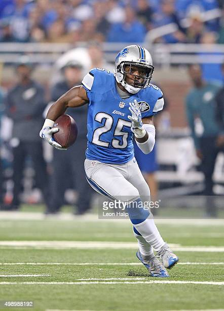 Theo Riddick of the Detroit Lions runs for a first down during the third quarter of the game against the Philadelphia Eagles on November 26 2015 at...