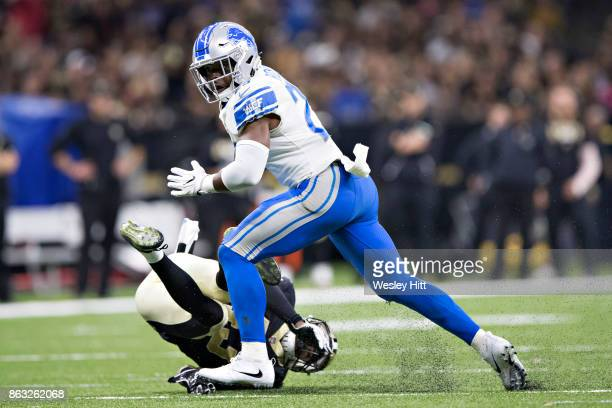 Theo Riddick of the Detroit Lions runs the ball during a game against the New Orleans Saints at MercedesBenz Superdome on October 15 2017 in New...