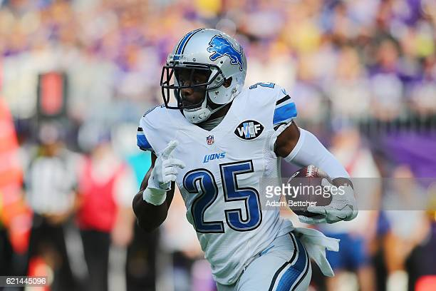 Theo Riddick of the Detroit Lions runs the ball during the first quarter of the game on November 6 2016 at US Bank Stadium in Minneapolis Minnesota