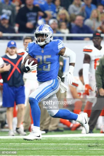 Theo Riddick of the Detroit Lions runs the ball during the game against the Cleveland Browns at Ford Field on November 12 2017 in Detroit Michigan