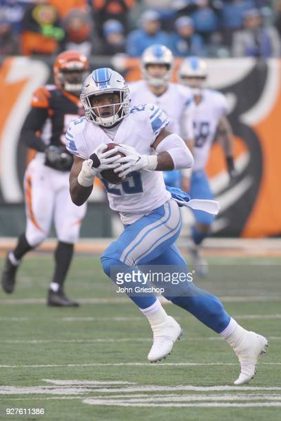 Theo Riddick of the Detroit Lions runs the football upfield during the game against the Cincinnati Bengals at Paul Brown Stadium on December 24 2017...