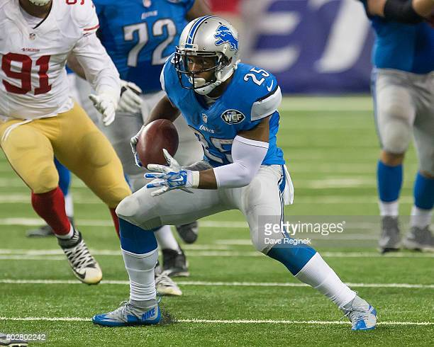 Theo Riddick of the Detroit Lions runs with the ball during an NFL game against the San Francisco 49ers at Ford Field on December 27 2015 in Detroit...
