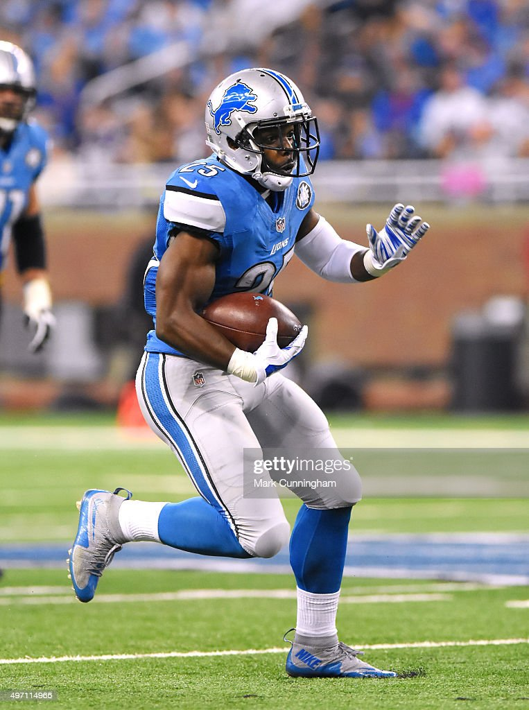 Theo Riddick #25 of the Detroit Lions runs with the football during the game against the Minnesota Vikings at Ford Field on October 25, 2015 in Detroit, Michigan. The Vikings defeated the Lions 28-19.