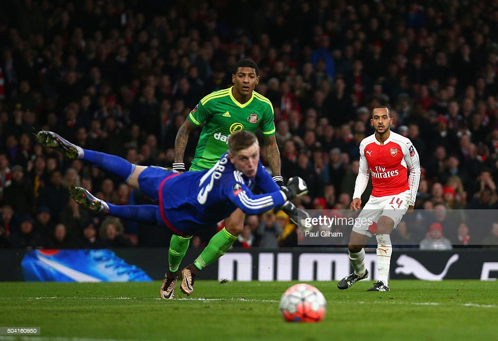 Theo Walcott of Arsenal looks on as he fires a shot past Jordan Pickford of Sunderland during the Emirates FA Cup Third Round match bewtween Arsenal and Sunderland at Emirates Stadium on January 9, 2016 in London, England.