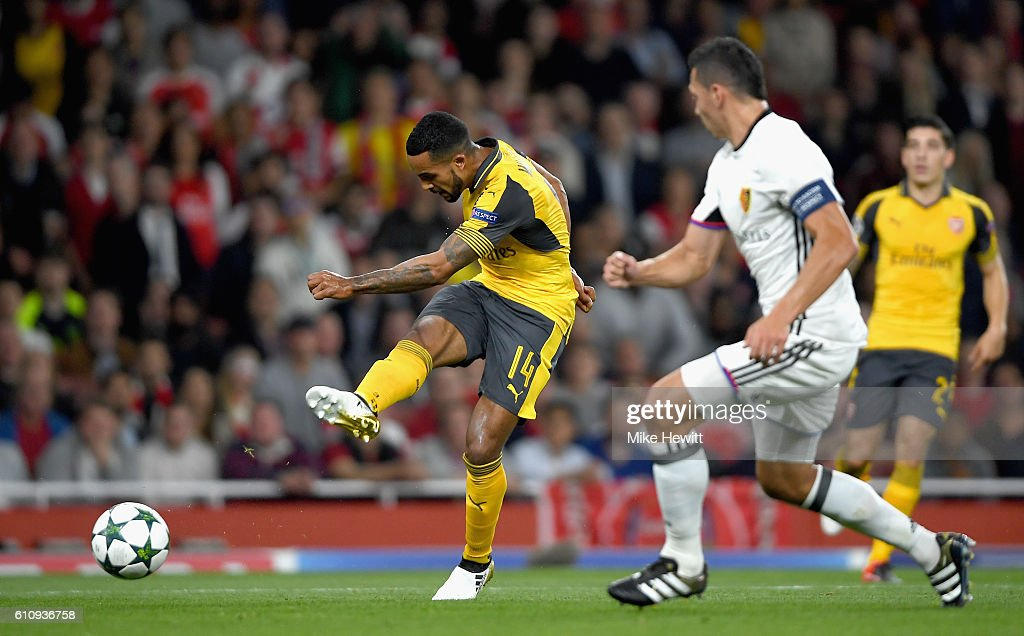 Theo Walcott of Arsenal scores his team's second goal during the UEFA Champions League group A match between Arsenal FC and FC Basel 1893 at the Emirates Stadium on September 28, 2016 in London, England.