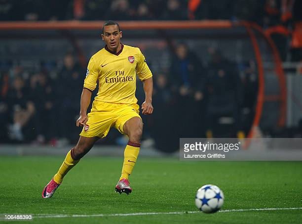 Theo Walcott of Arsenal scores the opening goal during the Champions League Group H match between FC Shakhtar Donetsk and Arsenal at the Donbass...